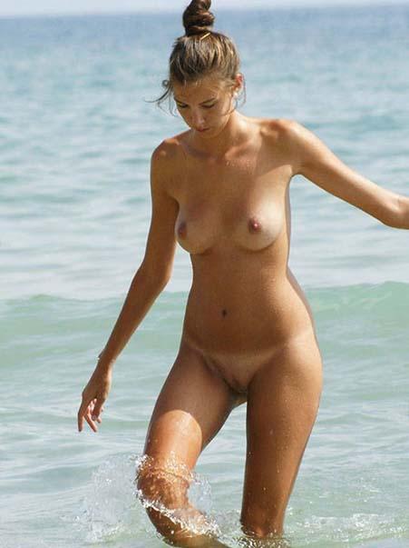 Strand rasierte am muschi nackt Rasierte nackte