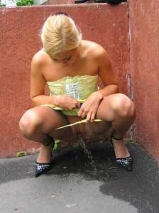 blondine-pisst-bilder-5